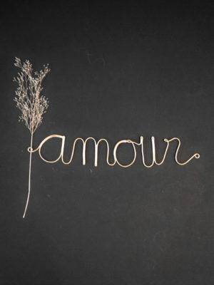mot-amour-en-laiton